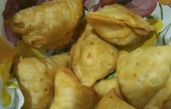 <p>Soya Kheema Samosa made with fortune soya granules and fried in fortune sunflower oil.</p>